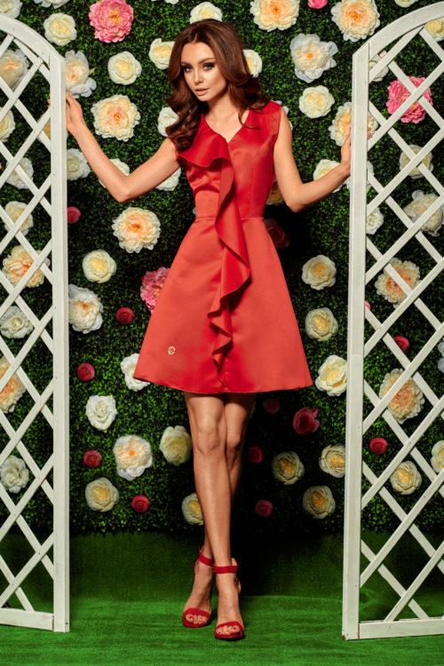 Volangiga kleit punane
