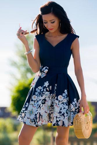 Lilleline pidulik kleit tumesinine