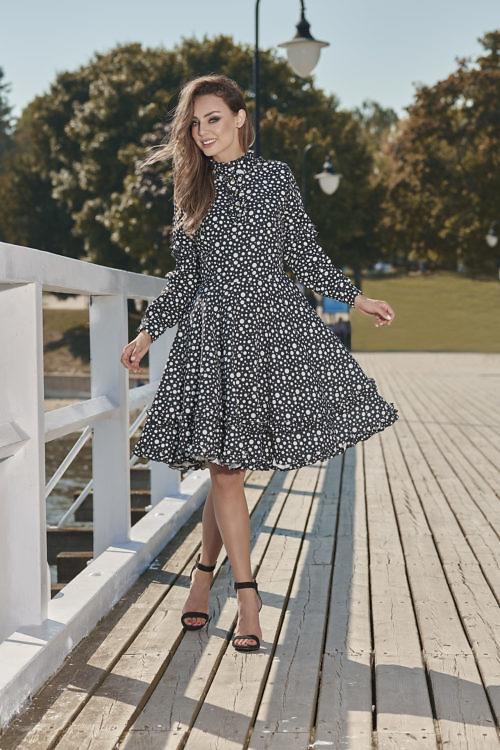 Pikkade varrukatega kleit