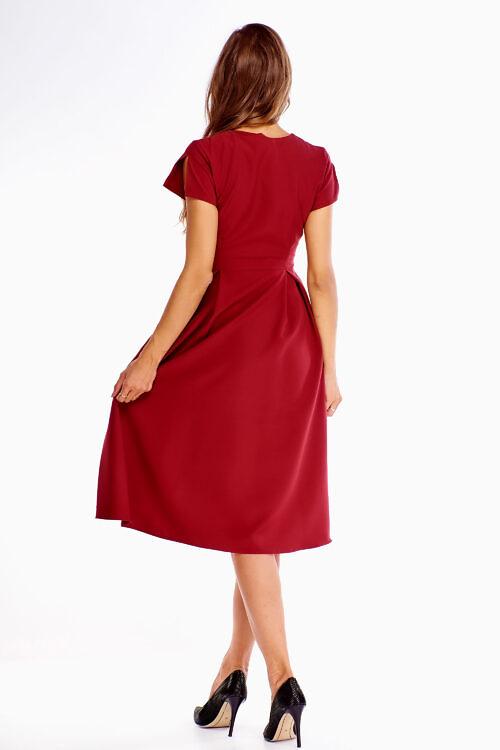 Bordoopunane kleit vööga