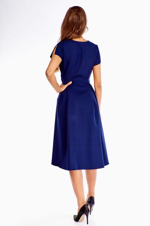 Sinine kleit vööga