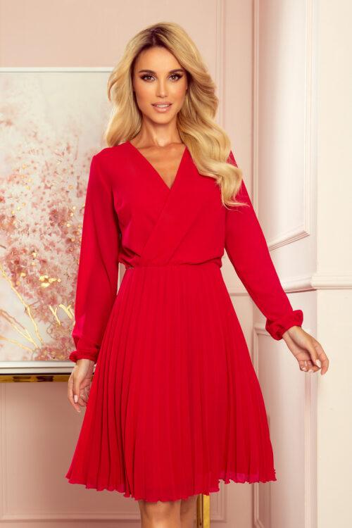 Plisseeritud seelikuosaga punane kleit