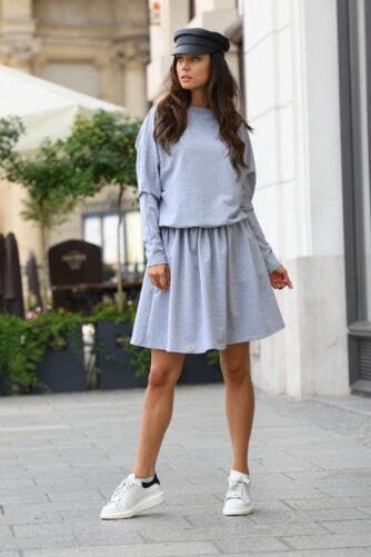 Pikkade varrukatega mugav kleit hall