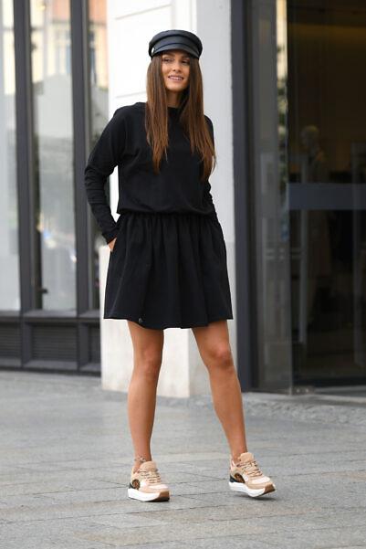Pikkade varrukatega mugav kleit must