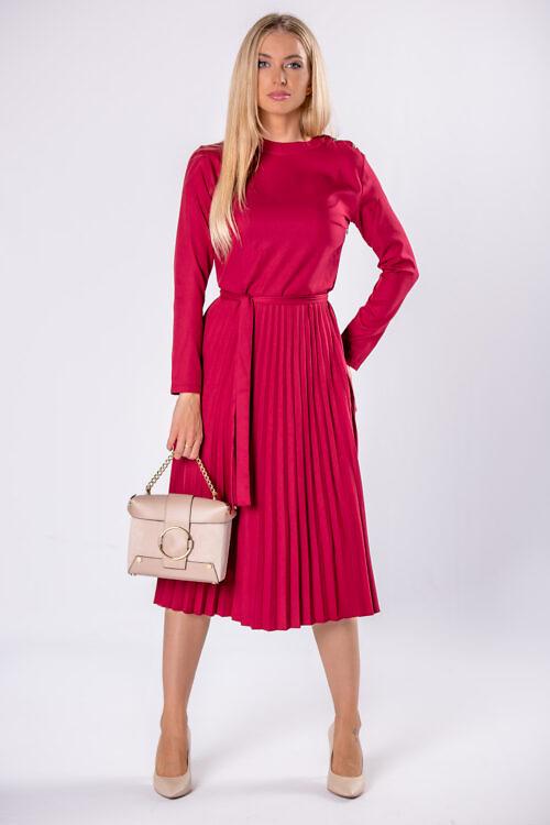 Plisseeritud kleit vööga bordoopunane