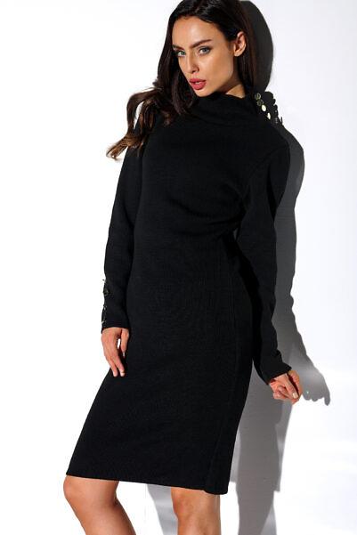 Kõrge kaelusega kootud sviiterkleit